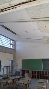 天井に残る茶色い水の跡